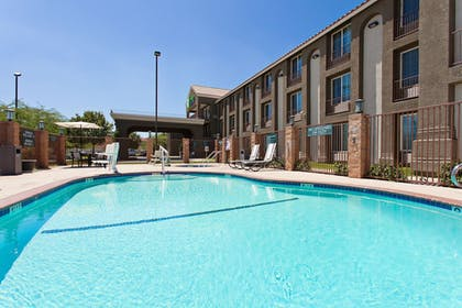 Outdoor Pool | Holiday Inn Express Lancaster