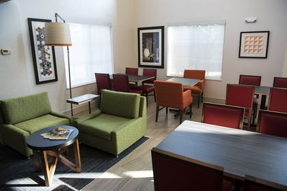 Lobby Sitting Area | Holiday Inn Express Hotel & Suites Lexington-Downtown