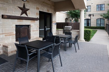 BBQ/Picnic Area | Residence Inn by Marriott Fort Worth Cultural District