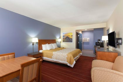 Guestroom | Days Inn by Wyndham San Diego-East/El Cajon