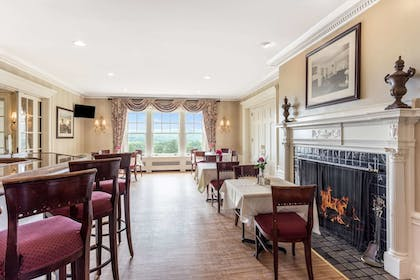 Bar | Traditions Hotel & Spa, an Ascend Hotel Collection Member