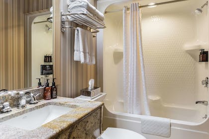 Bathroom | Traditions Hotel & Spa, an Ascend Hotel Collection Member