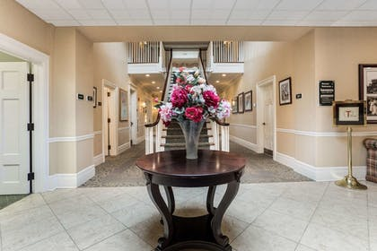 Lobby | Traditions Hotel & Spa, an Ascend Hotel Collection Member