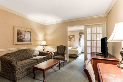 Room | Traditions Hotel & Spa, an Ascend Hotel Collection Member