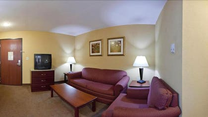 Living Room | Holiday Inn Express & Suites Maryville