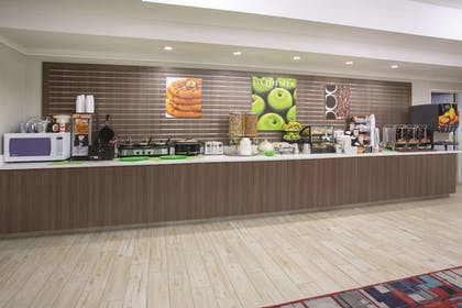 Breakfast Area | La Quinta Inn & Suites by Wyndham Gallup