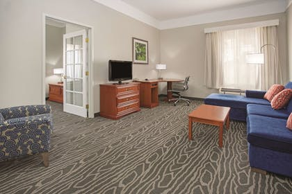 Guestroom | La Quinta Inn & Suites by Wyndham Gallup