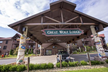 Hotel Entrance | Great Wolf Lodge Sandusky OH