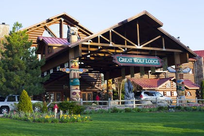 Hotel Front | Great Wolf Lodge Sandusky OH