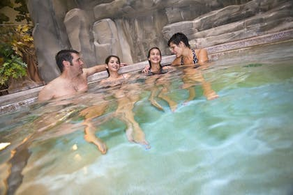 Indoor Spa Tub | Great Wolf Lodge Sandusky OH