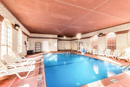 Pool | Comfort Suites South