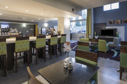 Lobby | Holiday Inn Express Hotel & Suites Livermore