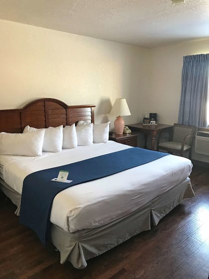 Room | Americas Best Value Inn Sault Ste. Marie