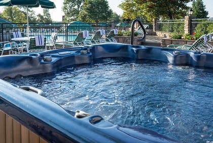 Outdoor Spa Tub | Westgate Branson Woods Resort and Cabins