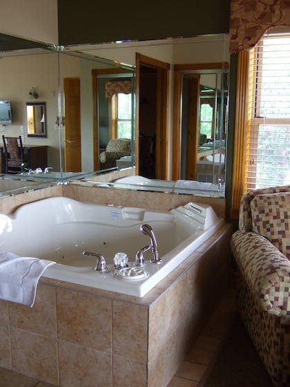 Jetted Tub | Westgate Branson Woods Resort and Cabins