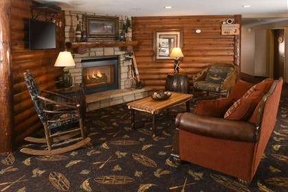 Lobby Sitting Area | Stoney Creek Hotel & Conference Center Wausau