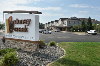 Hotel Front | Stoney Creek Hotel & Conference Center Wausau