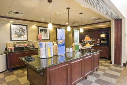 Breakfast Area | Hampton Inn & Suites Cincinnati-Union Center