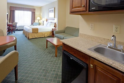 Guestroom   Holiday Inn Express Hotel & Suites Chester