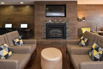 Lobby Sitting Area | Holiday Inn Express & Suites Omaha West