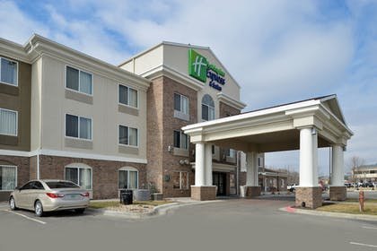 Hotel Front | Holiday Inn Express & Suites Omaha West