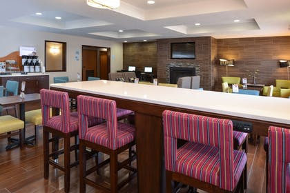 Breakfast Area | Holiday Inn Express & Suites Omaha West