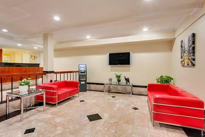 Lobby Sitting Area | Travelodge by Wyndham El Centro