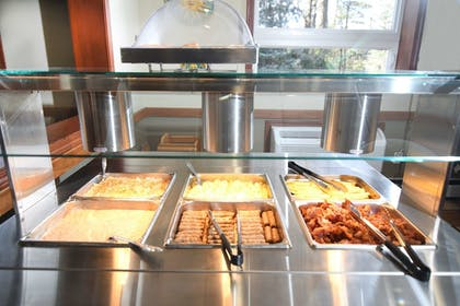 Breakfast buffet | Best Western Plus Sandusky Hotel & Suites