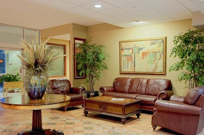 Lobby Sitting Area | Best Western Plus Sandusky Hotel & Suites