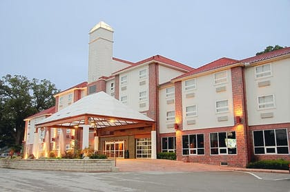 Hotel Front - Evening/Night | Best Western Plus Sandusky Hotel & Suites