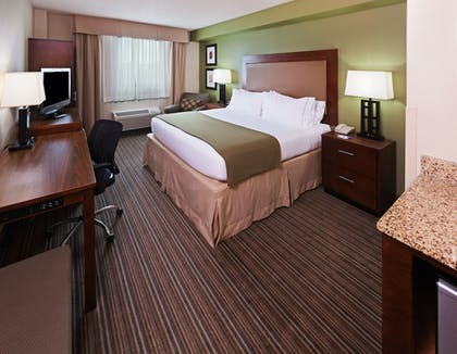 Guestroom   Holiday Inn Express Hotel & Suites Fort Worth Downtown