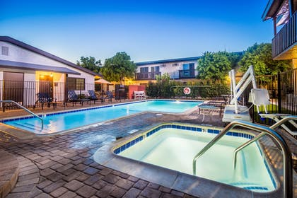 Outdoor Pool | Lemon Tree Hotel & Suites Anaheim