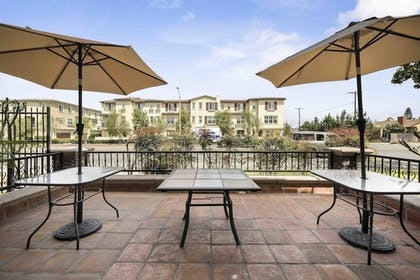 Dining | Lemon Tree Hotel & Suites Anaheim