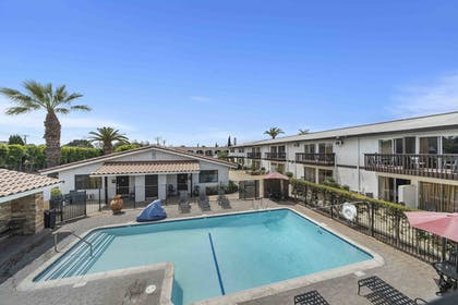 Pool | Lemon Tree Hotel & Suites Anaheim