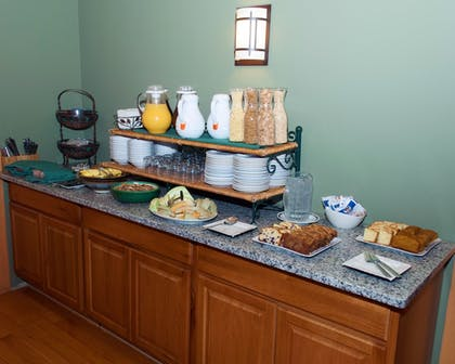 Breakfast Area | Minnewaska Lodge