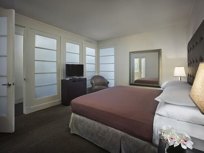 | One Bedroom Suite | AKA White House