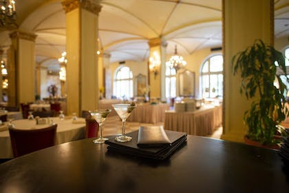 Restaurant | Arlington Resort Hotel and Spa