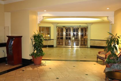 Interior Entrance | Arlington Resort Hotel and Spa
