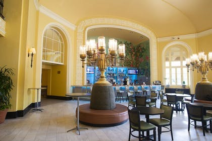 Hotel Bar | Arlington Resort Hotel and Spa