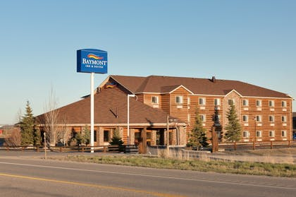Hotel Front | Baymont by Wyndham Pinedale