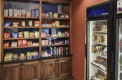 Snack Bar | Hampton Inn & Suites Youngstown- Canfield