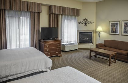 Guestroom | Hampton Inn & Suites Youngstown- Canfield