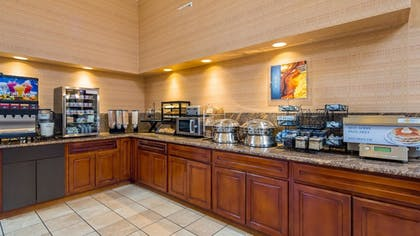 Breakfast Area | Best Western Plus Forest Park Inn
