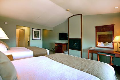 Guestroom | Best Western Plus Forest Park Inn
