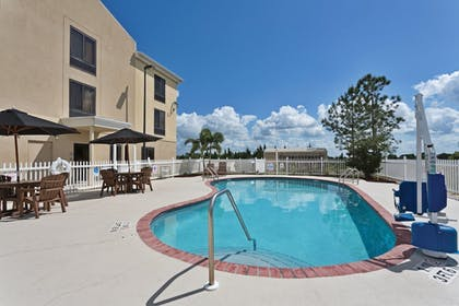 Pool | Holiday Inn Express Hotel & Suites Sebring