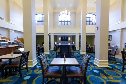 Restaurant | Holiday Inn Express Hotel & Suites Montgomery E - Eastchase