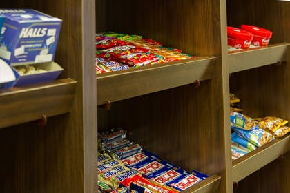 Snack Bar | Holiday Inn Express Hotel & Suites Montgomery E - Eastchase
