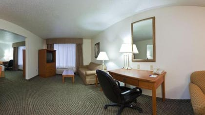 Living Area | Holiday Inn Express Hotel & Suites