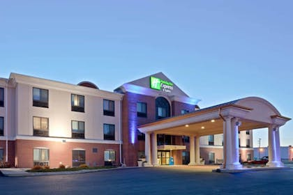 Hotel Front - Evening/Night | Holiday Inn Express Hotel & Suites Concordia