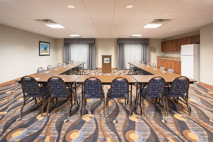 Meeting Facility | Holiday Inn Express Hotel & Suites Concordia